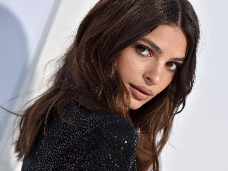 Model and actress Emily Ratajkowski's make-up look at an event